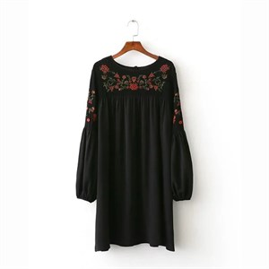 Váy thêu hoa ngực và tay Zara